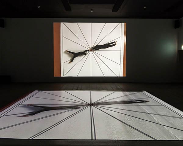 """布鲁斯诺曼表演录像装置作品""""无题""""(Untitled).jpg"""