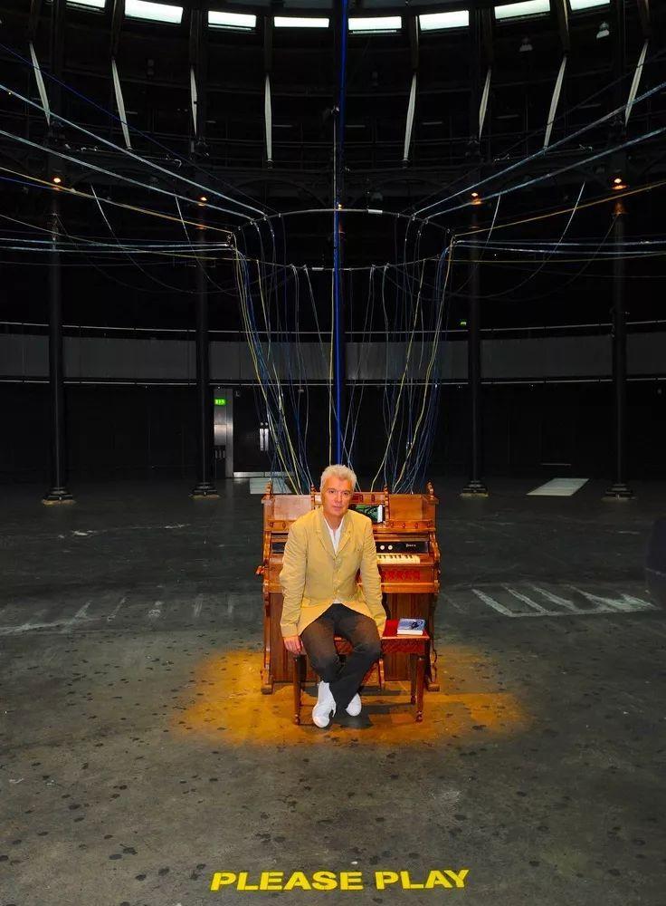 大卫·布莱恩(David Byrne)与作品《演奏房子》.jpg