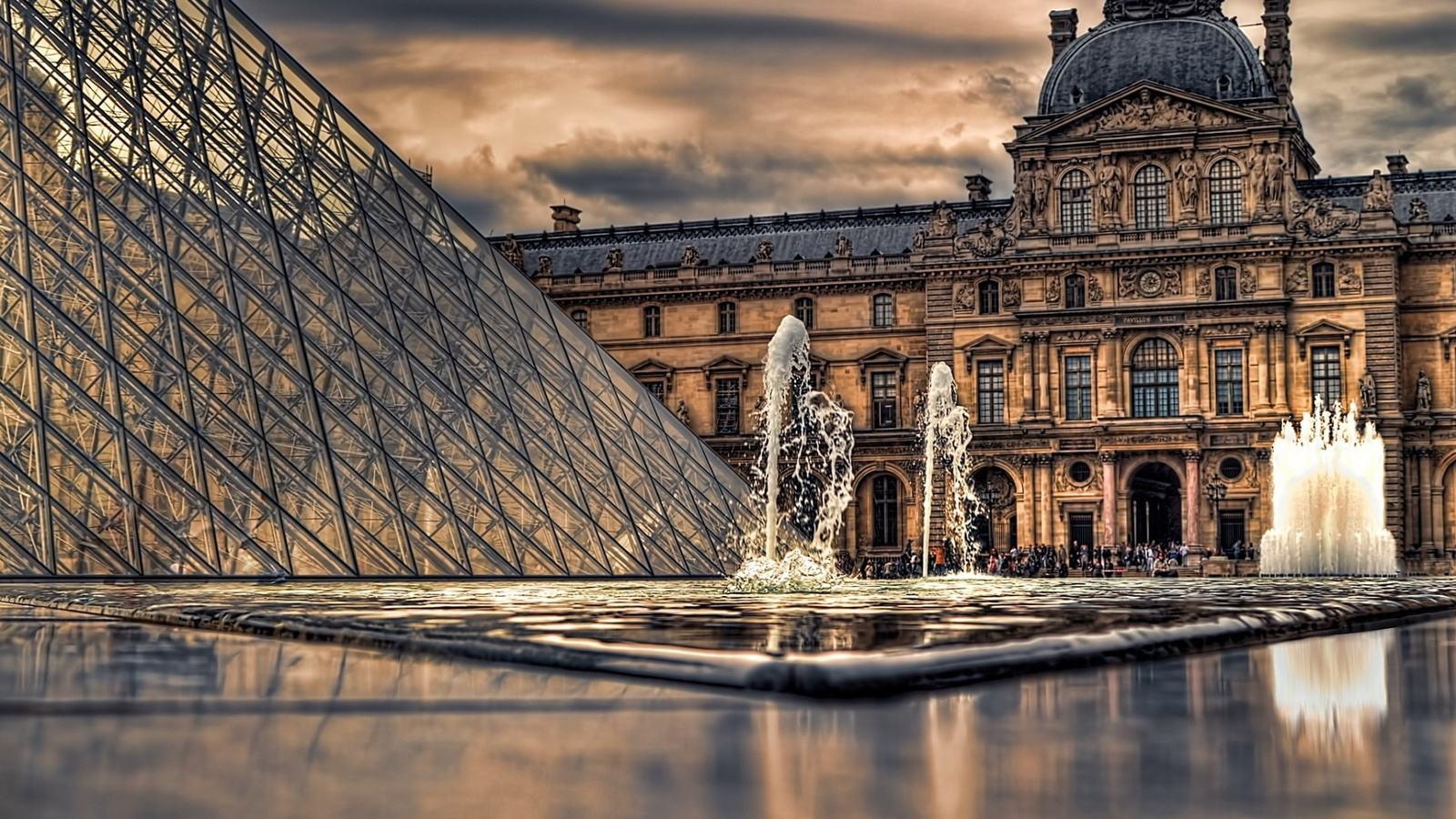 卢浮宫八百年悠悠岁月